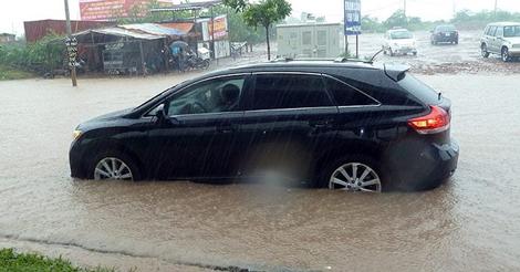Kinh nghiệm xử lý khi ô tô bị ngập nước - 10 việc tài xế cần nhớ